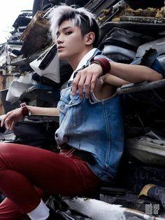 TAEYONG  Nome: Lee Taeyong Idade: 21 anos (20 anos em nosso calendário) Data de Nascimento: 1° de julho de 1995 Local de Nascimento: Seul, Coreia do Sul Tipo Sanguíneo: O Altura: 1,75 cm Peso: 57 kg Signo: Câncer Signo Chinês: Porco Especialidade: Rap  • Taeyong tem misofobia, medo patológico do contato com a sujeira e germes, sendo portanto extremamente higiênico e organizado. • Taeyong disse que em seu quarto, todos os seus pertences são devidamente colocados cada um em seu lugar. •…