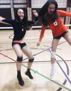 Volleyball Photos, Volleyball Shirts, Softball Pictures, Cheer Pictures, Volleyball Players, Sports Pictures, Cheerleading, Libero Volleyball, Volleyball Setter