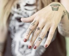 This article compiles 90 photos of finger and hand tattoos for your appreciation and consideration.