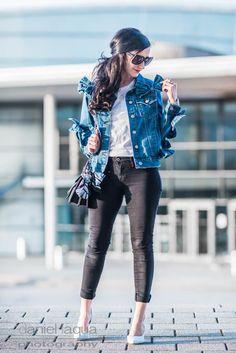 Jeansjacke mit Schleifen von Glamorous UK, Skinny Jeans und hellblauen Pumps von Zara | OOTD | Outfit | https://juliesdresscode.de