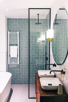 Modern Scandinavian Bathroom Interior with Green Fl .- Moderner skandinavischer Badezimmer-Innenraum mit grüner Fliese Modern Scandinavian Bathroom Interior with green tile space - Wood Bathroom, Bathroom Renos, Bathroom Furniture, Bathroom Small, Master Bathroom, Bathroom Green, Seashell Bathroom, Rustic Furniture, Bathroom Mirrors