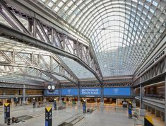 Four vaults that are each made from 500 glass and steel panels are supported on three massive steel trusses that supported the original roof in the internal courtyard of the Daniel Patrick Moynihan Train Hall.