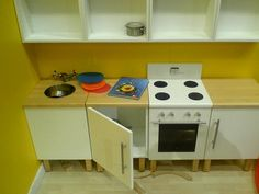 We're adding one more to our list of favorite DIY play kitchens. Daddytypes spotted this DIY play kitchen - such great storage - and we wanted to know what it's made from and who made it. Jump below to find the answer.