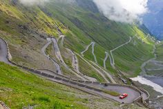 The Stelvio Pass, Italy The Passo dello Stelvio, located in Italy, at 2757 m feet) is the highest paved mountain pass in the Eastern Alps. Dangerous Roads, Mountain Pass, Mountain Range, Beautiful Roads, Beautiful Places, Back Road, Visit Italy, By Train, Troll