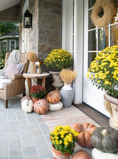 Front Porch Decorating For Fall Potted Mums, Fall Fireplace, Warm Home Decor, Simple Centerpieces, Fall Table, Thanksgiving Table, Porch Decorating, Decorating Ideas, Decor Ideas