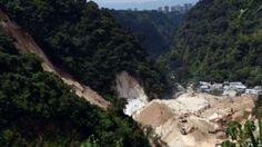 El riesgo de nuevos deslizamientos lleva a evacuar 40 familias en Guatemala - BBC Mundo