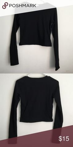 Aritzia Crop Top Worn once, good condition! Aritzia Tops Crop Tops