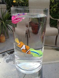 The Robo Fish by Zuru, is a state-of-the art water activated techno-toy that swims just like a real gold fish with a life expectancy far greater than live fish. Just drop it in water and watch it swim.
