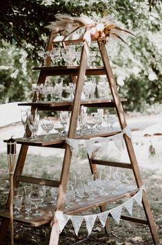 boho wedding Boho Vintage Hochzeit Wedding Deko Leiter Kristallglser Sektbar Boho Vintage Dekoverleih Kln Bonn the featherette Champagne Bar, Wedding Champagne, Bubbly Bar, Vintage Champagne, Wedding Candy, Wedding Shoes, Candy Bar Vintage, Barbecue Wedding, Old Wooden Ladders