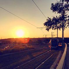 "-- Next stop ""The heart of the sun"" -- #amañeceres . @instagram #whpfirstlight Buenos días! A disfrutar del domingo  [#albertosierra_mobilephotography]"