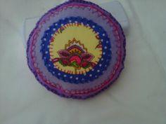 Mandala em feltro, bordado por Vitti