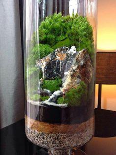 Terrário cênico. https://decomg.com/stunning-bonsai-terrarium-miniature-landscaping-jars/bonsai-terrarium-for-landscaping-miniature-inside-the-jars-32/#main