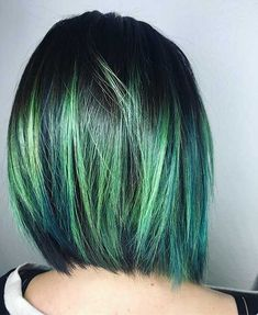 Do you like green hair? Coolest Short Green Hair Ideas for Eye-Catching Lo… Short Green Hair, Green Hair Dye, Hair Colour For Green Eyes, Blue Hair, Hair Styles 2016, Short Hair Styles, Celebrity Short Hair, Corte Y Color, Pastel Hair