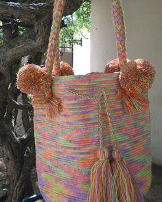 Mochila Wayuu multicolor tiznado. Mayo 1-02.