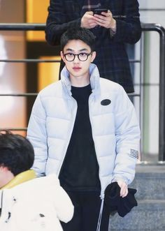 To describe Uco with glasses is Soooo kyooootttt . Kris Wu, Luhan And Kris, Chen, Baekhyun Chanyeol, Kai, Exo Album, Exo Lockscreen, Chansoo, Do Kyung Soo