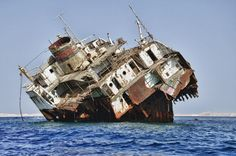 Shark Bay, located in the Indian Ocean off the coast of Australia, has caused many shipwrecks. Warships, whalers, freighters ... Impossible to define how many boats are stranded in the Gulf coastal cliffs and shallow bays. Here is a fishing boat that has slowly disintegrated to freeze like a statue.