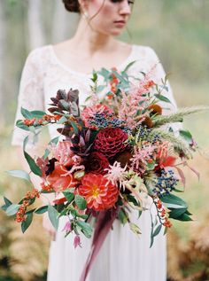 Rustic elegant floral inspiration from the Wild West Flower Workshop: http://www.stylemepretty.com/little-black-book-blog/2016/01/21/rustic-elegant-floral-inspiration-from-the-wild-west-flower-workshop/ | Photography: Rebecca Hollis - http://rebeccahollis.com/