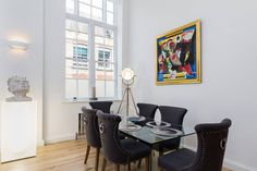 Amazing recently refurbished 3 bedroom duplex apartment is located in the trendy, foodie hub area of Shoreditch/Clerkenwell. High Specs. Ideal for 6 guests.