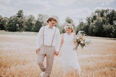 Die rundherum angrenzenden Wiesen und Felder der Hochzeitslocation erschaffen eine romantische Atmosphäre, die sich auch als wunderschöne Kulisse für eure Hochzeitsfotos nutzen lässt. 👰🤵📸 [#Werbung wegen Verlinkung] Fotografie: @Stilecht_photography Stylistin: @prinzessinzauber_brautstyling Kleid: @hochzeitsblume Anzug: @mens_gala Location: @eventhall.gmbh . . . #hochzeitbraunschweig #braunschweig #hochzeit2021 #hochzeitslocationbraunschweig #heiratenbraunschweig #bohohochzeit #hochzeit