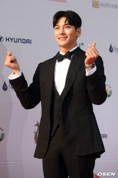 「PHOTO@ ソウル」俳優チ・チャンウク、三浦春馬ら「ソウルドラマアワード2019」レッドカーペットイベントに登場 | K-POP、韓国エンタメニュース、取材レポートならコレポ! Korean Celebrities, Korean Actors, Celebs, Korean Dramas, Ji Chang Wook, Suspicious Partner, New Heart, My Only Love, Asian Men