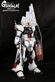 Neo Grade Nu Gundam - Customized Build Modeled by Seoyahooya Gundam Toys, Frame Arms, Medieval Armor, Gundam Model, Mobile Suit, Plastic Models, Grade 1, Transformers, Building
