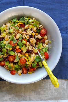 Summer Corn Edamame Succotash Salad recipe - A super simple summer salad with the sweet crunch of corn, juicy tomatoes, and the protein-punch of edamame. Salad Recipes Healthy Lunch, Gluten Free Vegetarian Recipes, Salad Recipes For Dinner, Paleo, Potluck Recipes, Healthy Salad Recipes, Vegan Recipes Easy, Healthy Snacks, Free Recipes