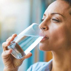 गर्म पानी पीने के फायदे (Benefits Of Drinking Hot Water) - Bolly Masala Healthy Snacks For Adults, Healthy Foods To Eat, Healthy Skin, Healthy Life, Healthy Habits, Diabetes Mellitus Tipo 2, Drinking Hot Water, Water Coolers, Drink More Water