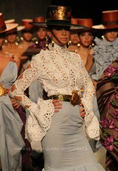 LOS LIRIOS – Aldebarán | Moda Flamenca por Elena Rivera vía Mamá de Mayor Quiero Ser Flamenca. Moda Fashion, Womens Fashion, Fashion Trends, Belly Top, Guess Girl, Spanish Fashion, Crochet Wedding, Online Fashion Boutique, Dress To Impress