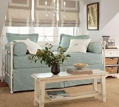 Sofá cama com bicama em ferro forjado com fundições em aluminio laterais.R$ 2.850,00