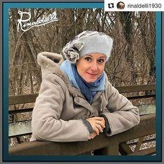 """Ultimo scatto da """"modella""""  #Repost @rinaldelli1930 (@get_repost)  Grazie alla nostra inviata negli States per quest'ultima foto con il gelo... ora che anche noi siamo un po' CONGELATI possiamo capire meglio l'eroismo di questo scatto a -8! Per fortuna aveva un mio cappello!  Fotografa fotografata @marina_presente  Fotografa a sorpresa @caterina.vannucci  #hat #hats #hatstore #hatgame #hatterist #hatfashion #hatshot #cappello #cappelli #madeinitaly #style #fashion #womenfashion #l4l…"""