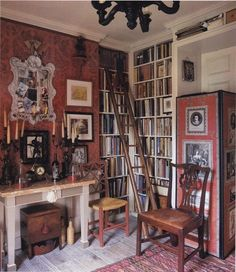 "John and Gabrielle Sutcliffe's Townhouse Library. Image from ""World of Interiors"" English Cottage Interiors, English Interior, Country Interior, French Interior, Romantic Home Decor, Romantic Homes, Red Rooms, English House, World Of Interiors"