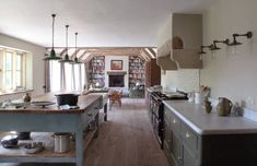 those curved corners on the countertop English Kitchens, Modern Farmhouse Kitchens, Country Kitchen, Cool Kitchens, English Homes, Barn Conversion Interiors, Luxury Kitchen Design, Kitchen Living, Interior Design Inspiration