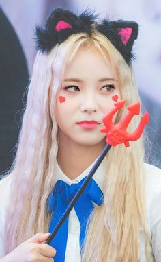 Jinsoul~LOONA~ copied from a fellow pinner and lover of Jin Soul. Here she is in all her devilish wonder. I put a spell on you, bee-cos you're mine.