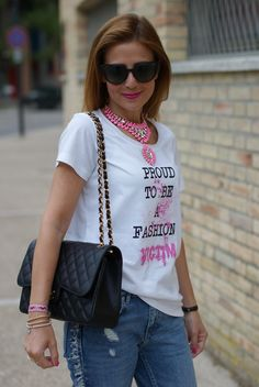 Casual feminine outfit with a proud to be a fashion victim t-shirt from Iolanda Corio TSoF CREW