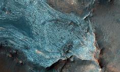 Марсианские кратеры, ледяные шапки, оползни и дюны в высоком разрешении