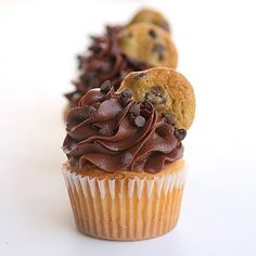 Cookie Dough Stuffed Cupcakes Source: recipe from The Girl Who Ate Everything; filling from Annie's Eats Cookie Dough Cupcakes, Baking Cupcakes, Yummy Cupcakes, Cupcake Recipes, Dessert Recipes, Filled Cupcakes, Yellow Cupcakes, Dessert Food, Chocolate Chip Cupcakes