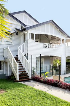 Home tour: Classic Queenslander – Home Renovation Brisbane, Perth, Melbourne, House Paint Exterior, Exterior Paint Colors, Exterior House Colors, Exterior Design, D House, Facade House