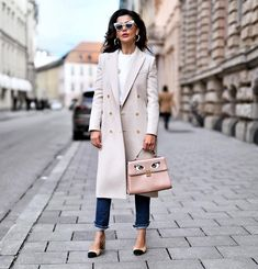 ork days can be tough.so make sure you're wearing a cool and comfy coat to keep you warm and keep up the pace💪🏼 I actually wore this Stylish Outfits, Fall Outfits, Fashion Outfits, Women's Fashion, Spring Summer Fashion, Autumn Winter Fashion, Street Chic, Street Style, Trench Coat Outfit