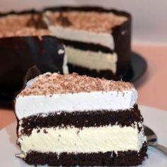 Tort cu mousse de ciocolata alba Helathy Food, Cookie Recipes, Dessert Recipes, Best Cheese, Christmas Sweets, Sweet Cakes, Something Sweet, Creative Food, Vegan Desserts