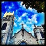 Aucune intention ici…juste joli! #montreal #quebec #sky #instagram #church #église #ciel Ciel, Notre Dame, Mansions, House Styles, Building, Travel, Instagram, Pretty, Mansion Houses