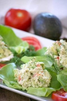 These Avocado Tuna Salad Lettuce Wraps with solid white tuna avocado fresh dill mayo and sweet relish are a delicious and great low carb lunch or snack. Healthy Low Carb Recipes, Good Healthy Snacks, Diabetic Recipes, Healthy Eating, Healthy Lunches, Easy Recipes, Avocado Tuna Salad, Avocado Salat, Seafood Recipes