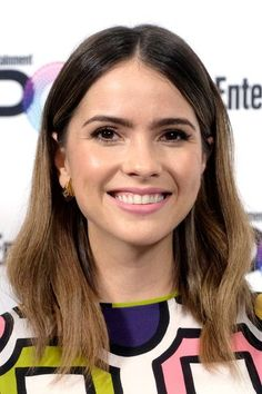 Shelley Hennig Photos Photos - Actress Shelley Hennig poses backstage during Entertainment Weekly's PopFest at The Reef on October 2016 in Los Angeles, California. Miss Louisiana, Medium Hair Styles, Short Hair Styles, Malia Hale, Teen Wolf Funny, Shelley Hennig, Teen Wolf Cast, Hipster, Celebs