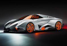 Pour célébrer son 50e anniversaire, le constructeur automobile italien Lamborghini a conçu une voiture qui ressemble à un bolide sorti tout droit d'un film de Batman.   Appelée la Lamborghini Egoista, elle a été conçu par Walter de Silva, le designer en chef du groupe Volkswagen.