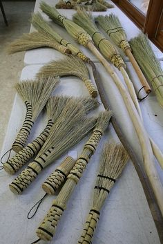 Broom Making - Appalachian Style, Lenton Wiliams Broom Corn, Witch Broom, Willow Weaving, Basket Weaving, Flax Weaving, Straw Weaving, Creative Crafts, Diy And Crafts, Arts And Crafts