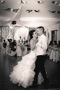 esküvő, esküvő fotózás, család fotózás, családi fotózás, fotózás, kreatív fotózás, e-session, lovesession, jegyesfotózás, kisállatfotózás, keresztelő, rendezvény, szalagavató, portré fotózás, Gödöllő, Gödöllői fotózás, Vác, Váci fotózás Sneakers, Pictures, Wedding, Fashion, Tennis, Photos, Valentines Day Weddings, Moda, Fashion Styles