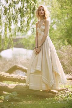 White summer dresses, casual wedding dresses, and wedding gowns. White Dress Summer, Summer Dresses, Summer Maxi, Summer Clothes, Evening Dresses, Free People Robe, Dress Outfits, Dress Up, Maid Dress