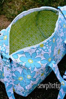 Sewplicity: TUTORIAL: Quilted Duffle Bag... because i clearly have time in my life