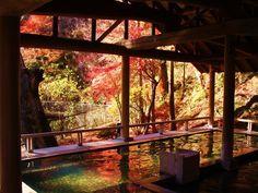 1300年続く宿まである!悠久の歴史を感じられる、日本の老舗「温泉旅館」10選 - Find Travel Japanese Bath House, Japanese Hot Springs, Oregon House, Home Temple, Japan Landscape, Japan Garden, Spring Pictures, Beautiful Places To Visit, Great View