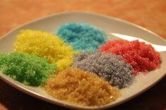 Dieses coole Idee habe ich im Internet gesehen und wolltees unbedingt mal ausprobieren! Es sieht klasse aus und ist sehr einfach. ;) Also, das benötigt ihr dafür: Zucker Lebensmittelfarbe Einmachg…