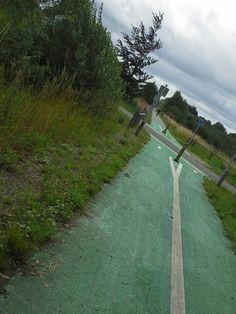 Bij kruispunten is het fietspad groen en de rijweg rood gemaakt.